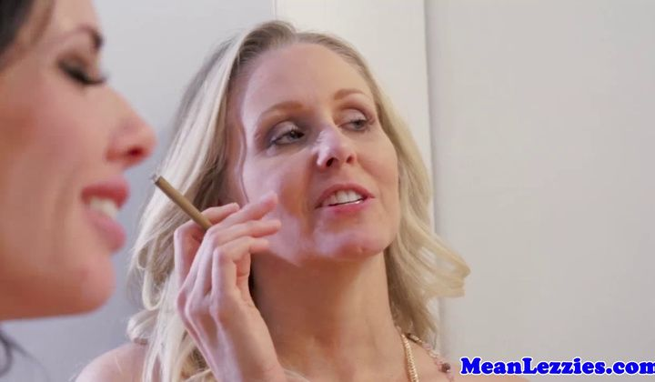 Mature - Smoking Glam Milfs Closeup Restroom Analplay